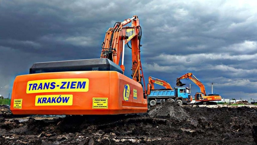 makroniwelacja terenu i wymiana grunty na budowie SOMFY w Niepołomicach