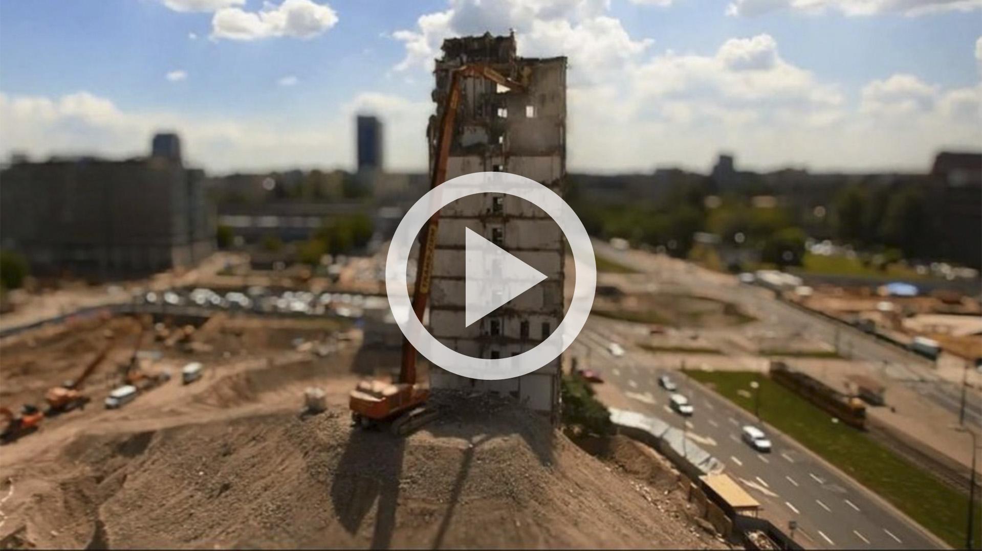 timelapse z wyburzania budynku IPN