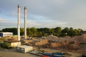 teren rozbiórki obiektów magazynowych i kominów w Trzebini firma variant