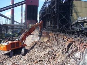 kruszenie betonu przy użyciu młota wyburzeniowego